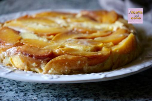 torta-alla-crema-e-pesche