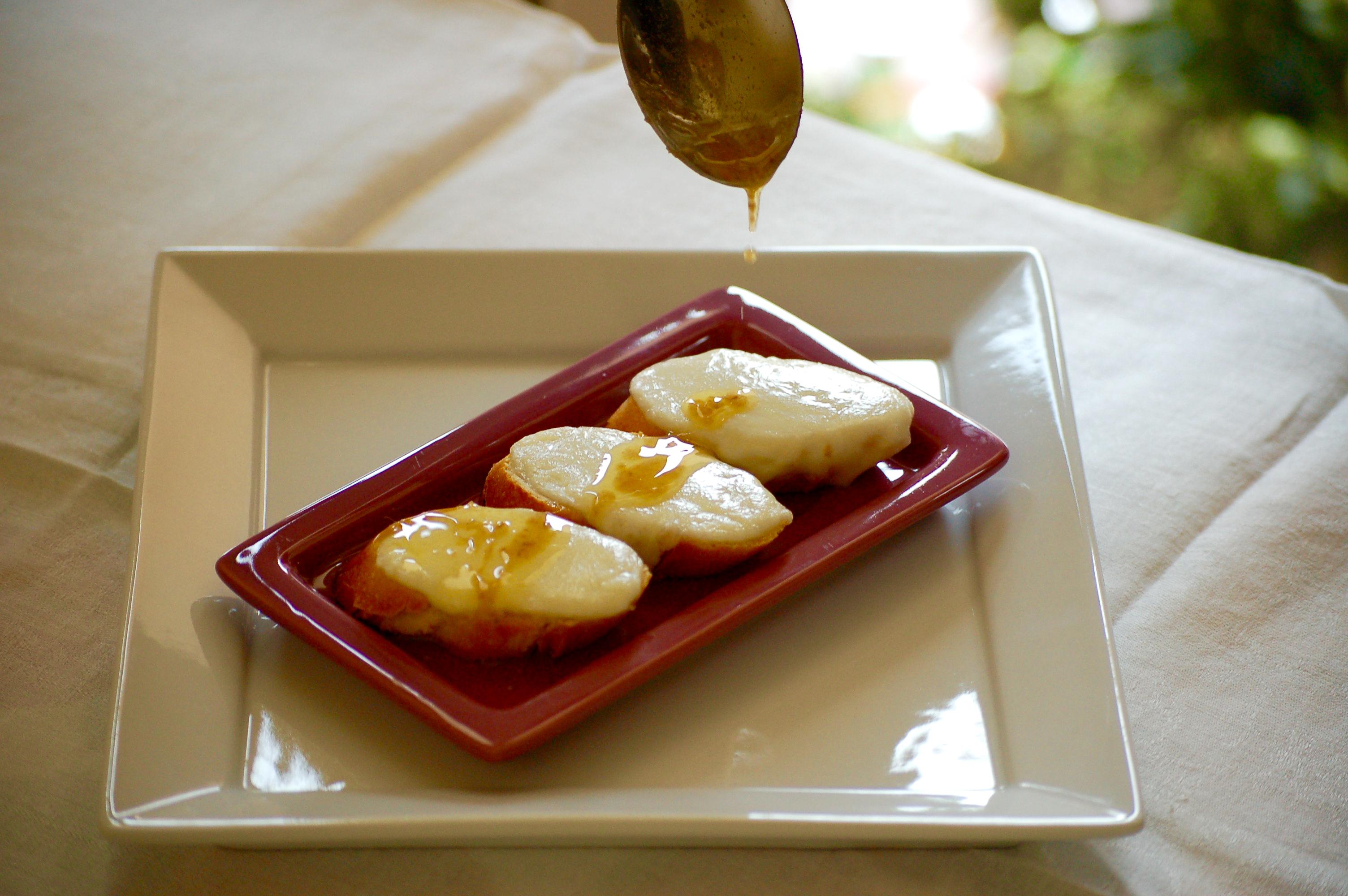 crostino-mozzarella-e-acciuga