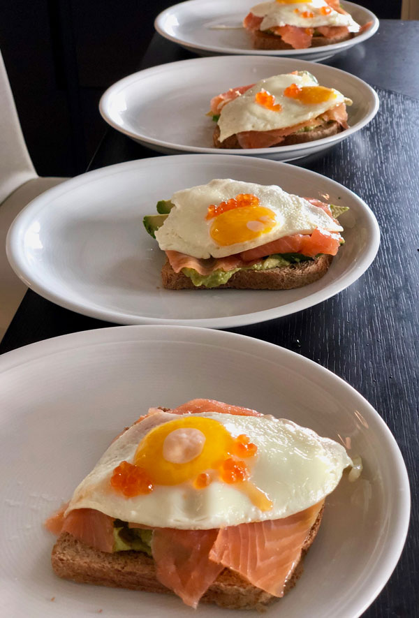 toast salmone avocado